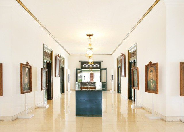scene gallery property art gallery modern art tourist attraction home museum hall