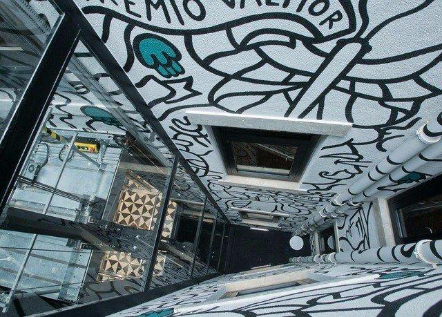 art mural metropolis graffiti