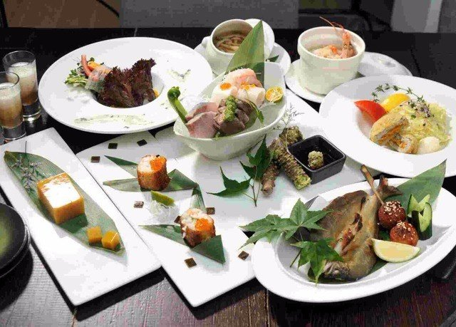 plate food lunch bowl cuisine brunch asian food restaurant breakfast hors d oeuvre sense buffet chinese food supper piece de resistance