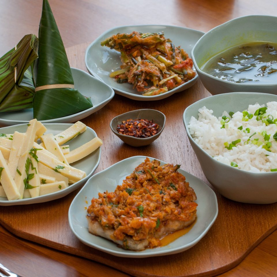 food plate bowl cuisine asian food lunch southeast asian food chinese food thai food curry steamed rice breakfast different
