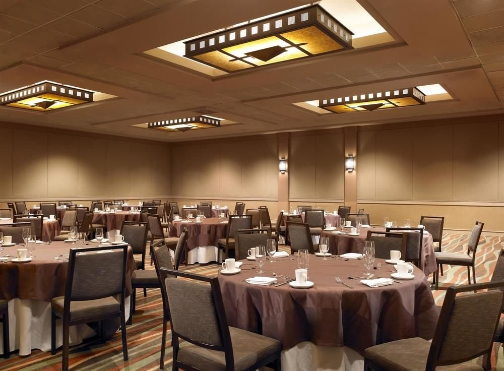chair function hall scene restaurant conference hall convention center ballroom café banquet auditorium