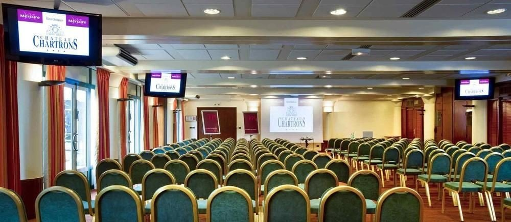 auditorium function hall conference hall convention center ballroom meeting convention conference room