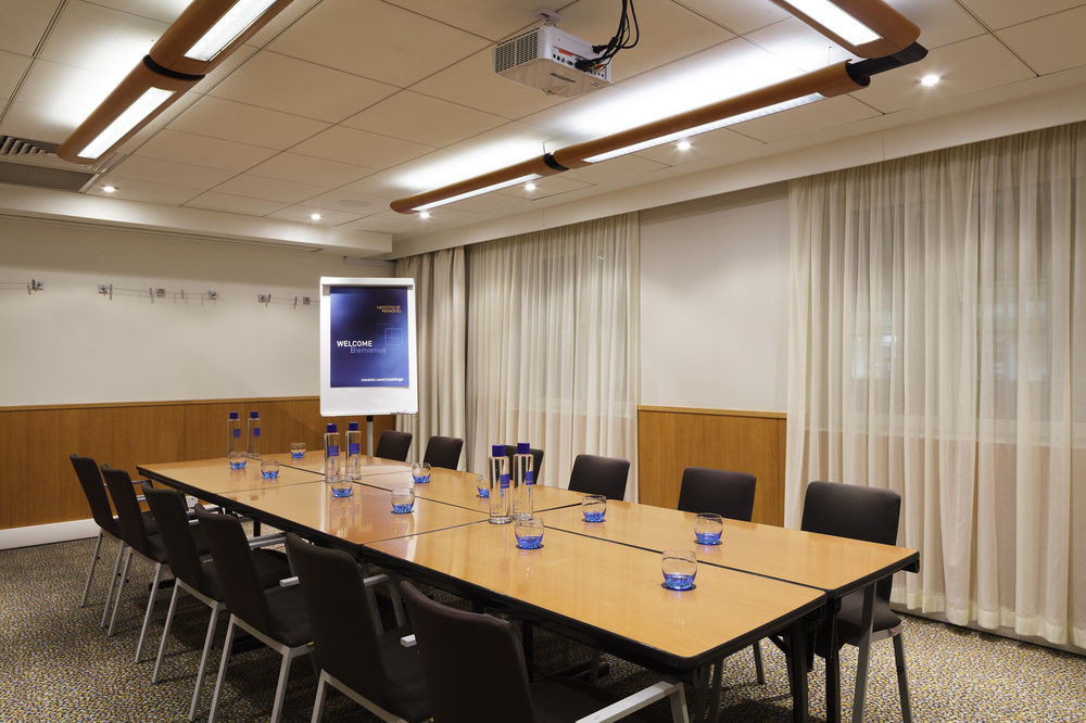 conference hall classroom auditorium recreation room meeting function hall convention center conference room