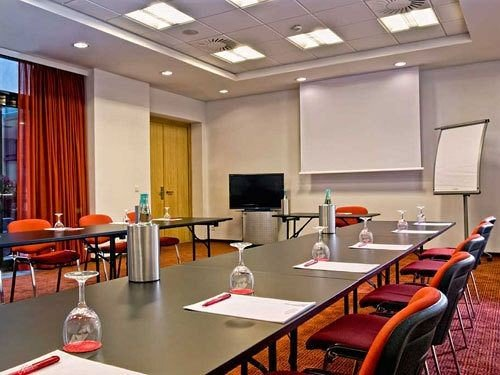 conference hall classroom meeting function hall recreation room convention center auditorium dining table conference room