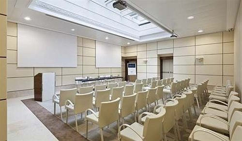 conference hall auditorium classroom function hall convention center long