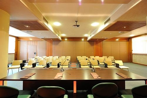 auditorium conference hall function hall scene meeting convention center conference room restaurant