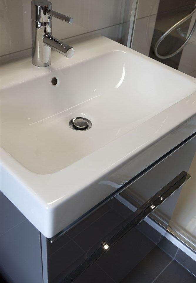 bathroom vessel sink plumbing fixture white water basin bidet bathtub swimming pool automotive exterior toilet tiled tile