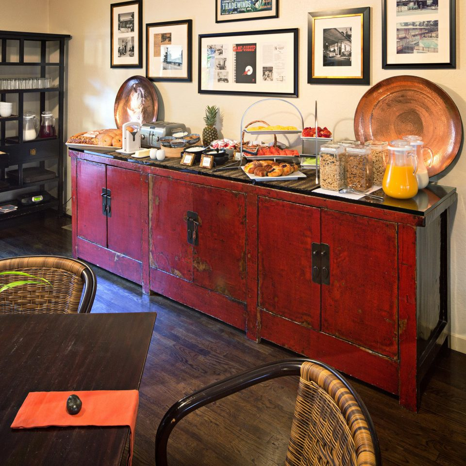 B&B Boutique Eat home Bar restaurant tourist attraction cluttered
