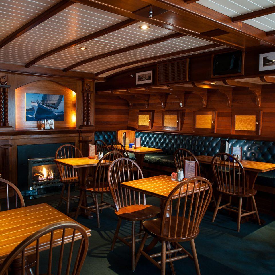 B&B Dining Eat Inn Romantic Waterfront chair restaurant Bar Resort function hall recreation room dining table