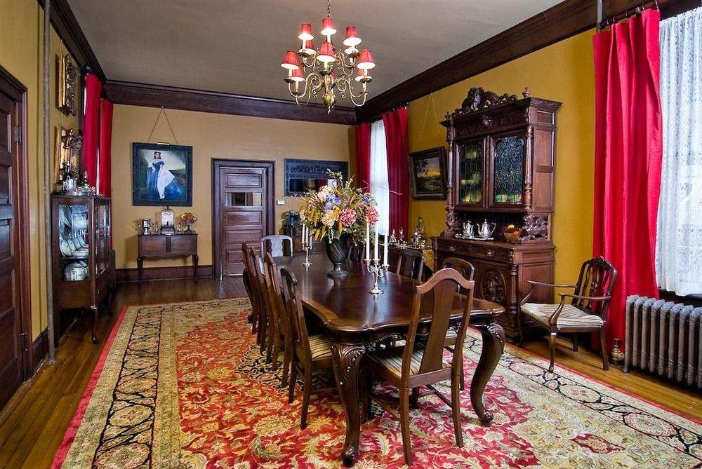 B&B Dining Historic property rug restaurant Bar Lobby Resort living room recreation room cottage