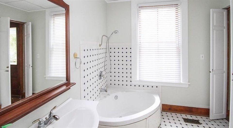 B&B Bath bathroom mirror property sink white cottage tub bathtub