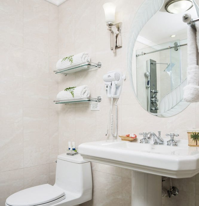 B&B Bath Beach Budget Sea bathroom sink mirror toilet bidet home plumbing fixture tile water basin tiled