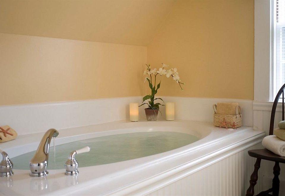 B&B Bath Romantic sink bathroom property bathtub home Suite tub