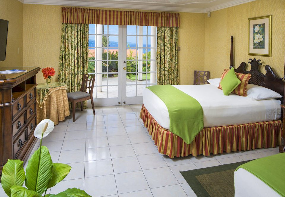 B&B Beach Bedroom Budget Sea green property Resort cottage home Villa Suite condominium containing