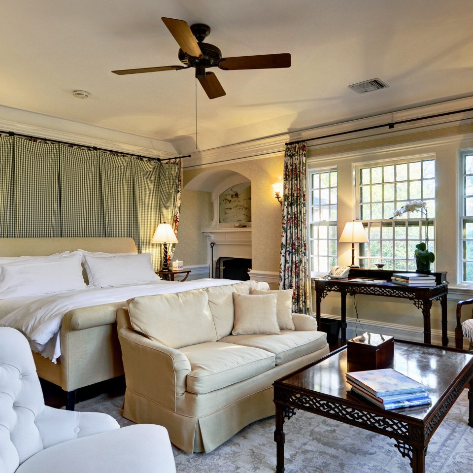 B&B Beach Bedroom Elegant Historic Inn Romantic South Fork The Hamptons Wellness sofa living room property home Villa cottage condominium mansion Suite farmhouse