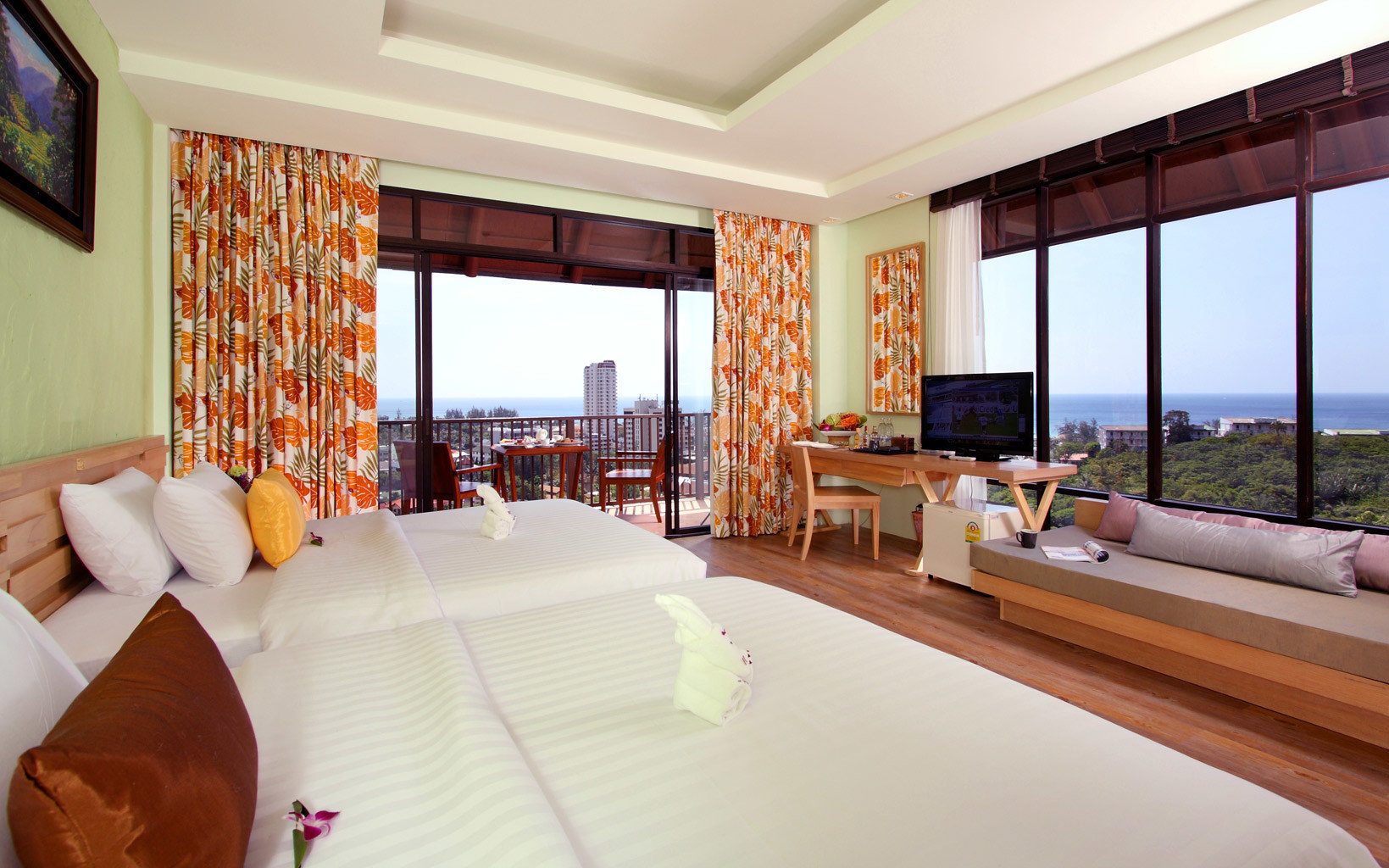 B&B Beachfront Bedroom Scenic views sofa property Resort Suite Villa living room condominium cottage