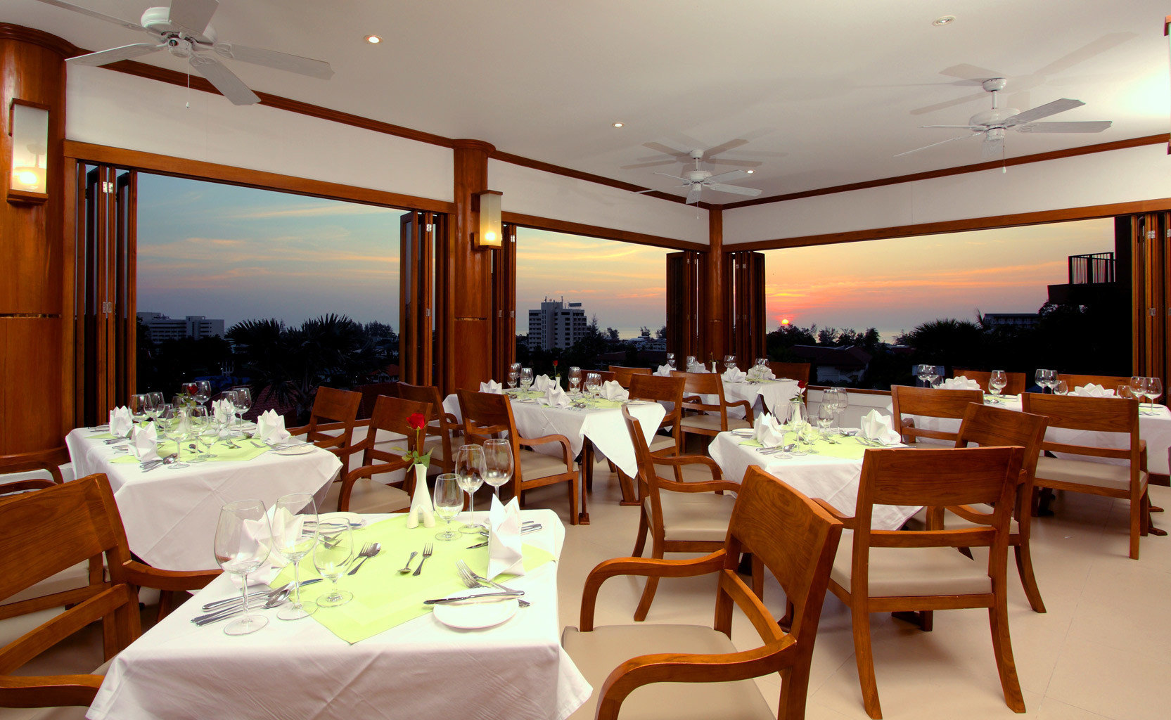 B&B Beachfront Dining Drink Eat chair restaurant function hall Resort Suite