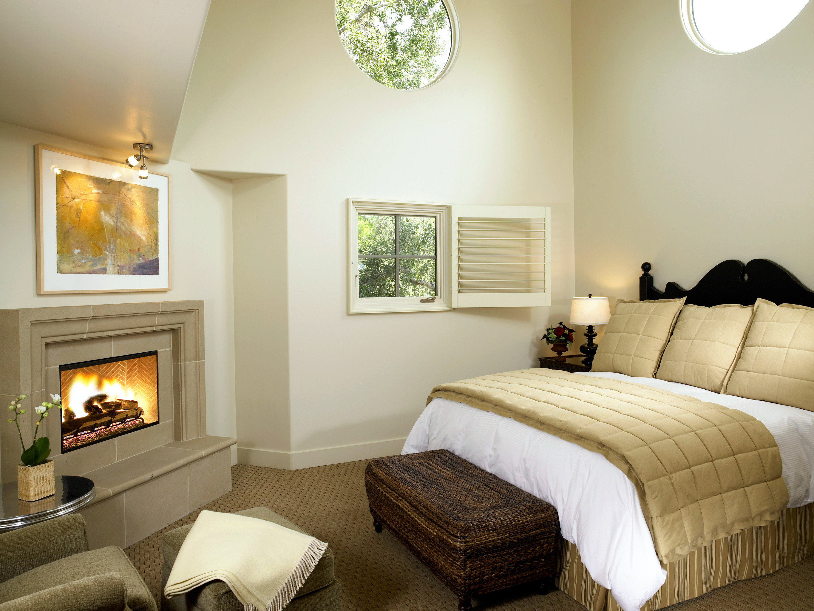 B&B Bedroom Boutique Fireplace Inn property home cottage living room Suite farmhouse