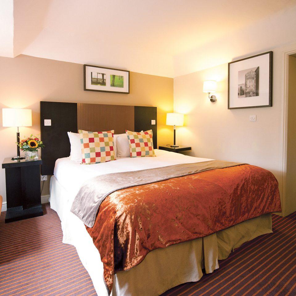 B&B Bedroom Country Historic Lodge Romance sofa property Suite orange cottage lamp