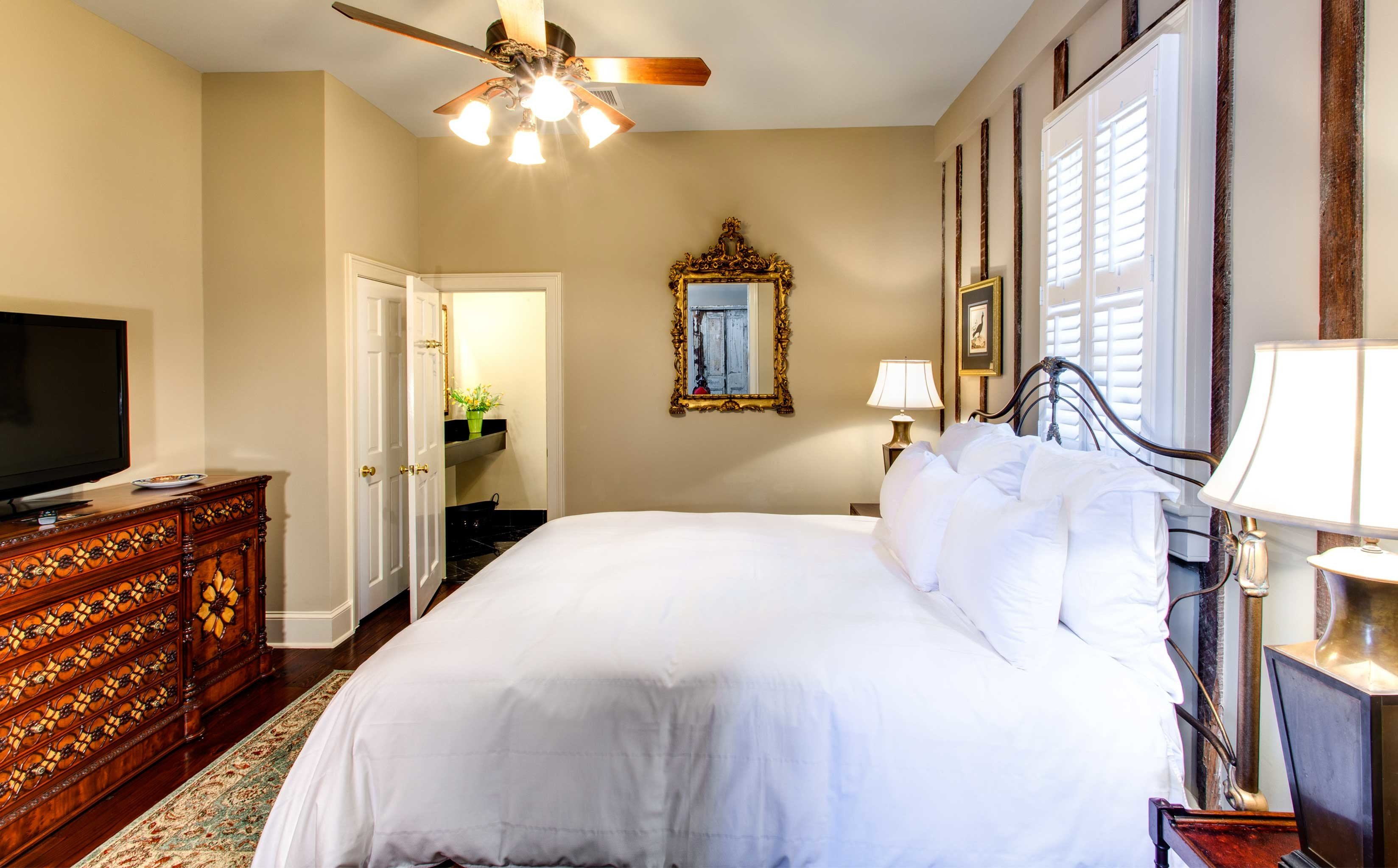 B&B Bedroom Cultural Drink Eat Entertainment Nightlife property home scene cottage Suite farmhouse