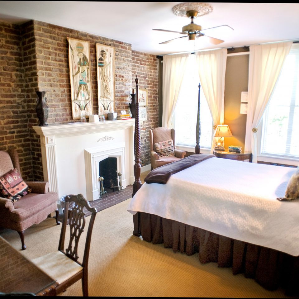 B&B Bedroom Elegant Fireplace Historic Inn property Suite living room home cottage mansion Villa