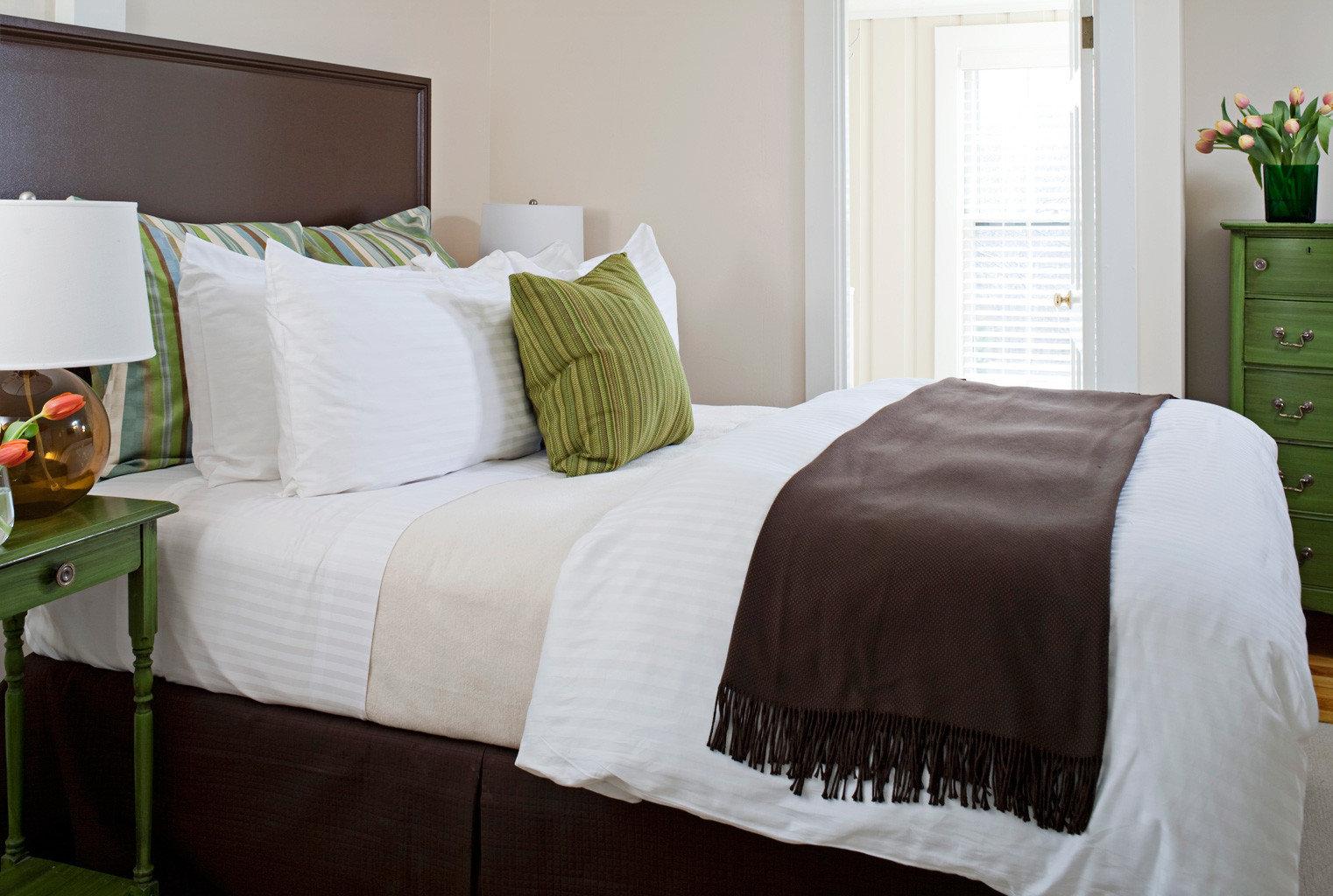 B&B Bedroom Elegant Historic Inn sofa property pillow duvet cover bed sheet textile home cottage bed frame material Suite lamp