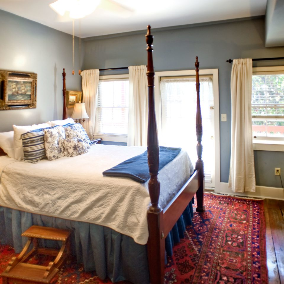B&B Bedroom Elegant Historic Inn property home living room cottage Suite farmhouse mansion Villa