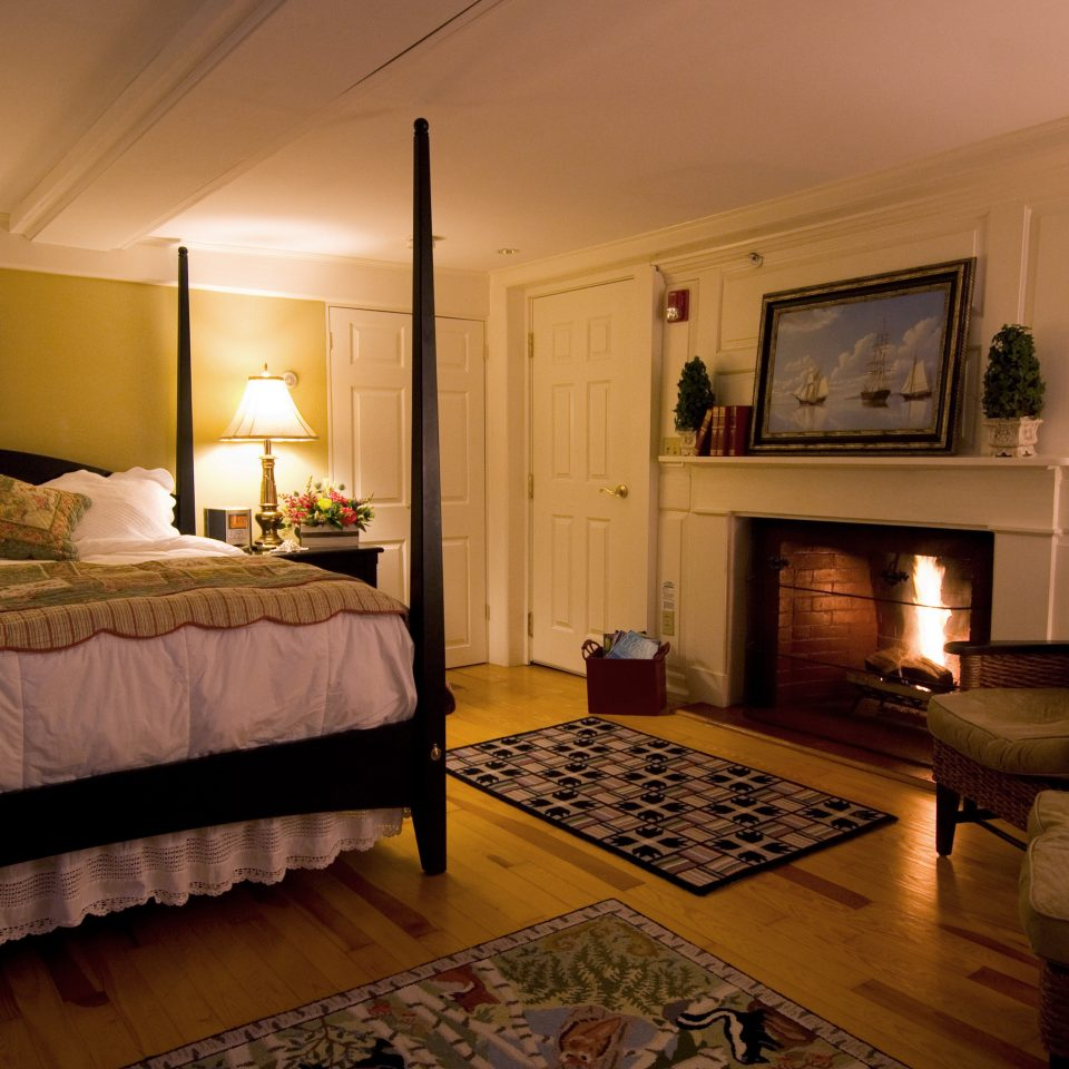 B&B Bedroom Fireplace Inn Romance Romantic Waterfront property living room home hardwood Suite cottage mansion
