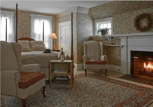 B&B Bedroom Fireplace Romantic property living room home hardwood cottage Suite flooring mansion Villa farmhouse wood flooring