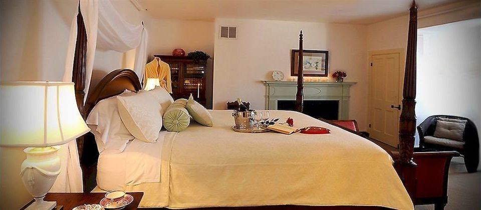 B&B Bedroom Historic property home Suite cottage living room