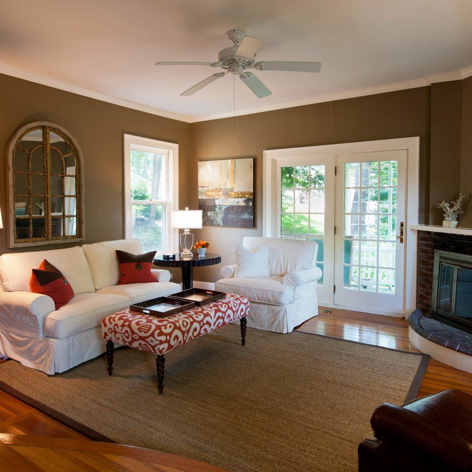 B&B Inn Romantic Waterfront living room property home hardwood Bedroom cottage Suite condominium Villa