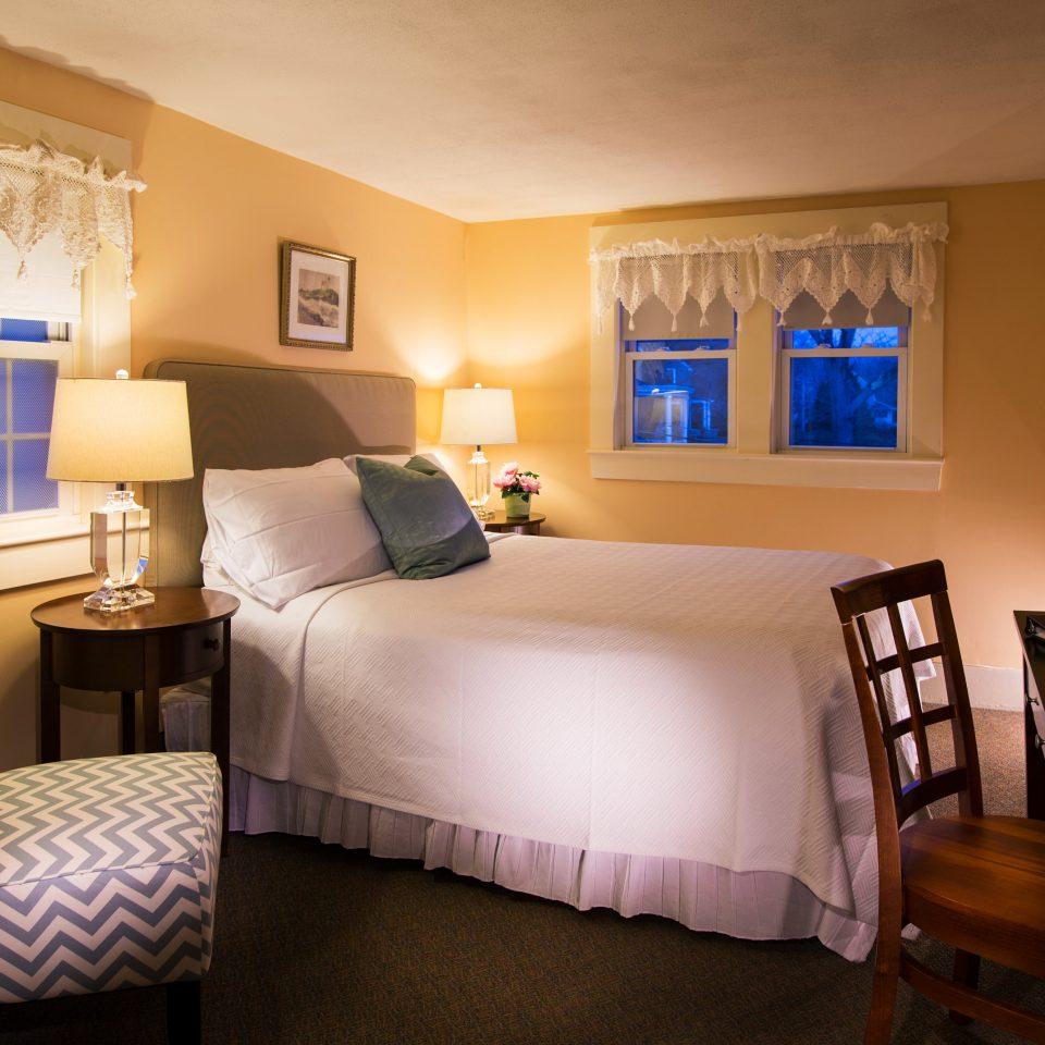 B&B Bedroom Inn Romantic Waterfront property Suite home cottage living room Villa