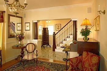 B&B Lobby property living room cottage Suite Villa home condominium mansion rug Bedroom