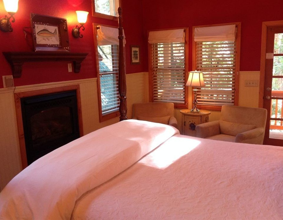 B&B Bedroom Luxury Modern Suite property red living room home cottage