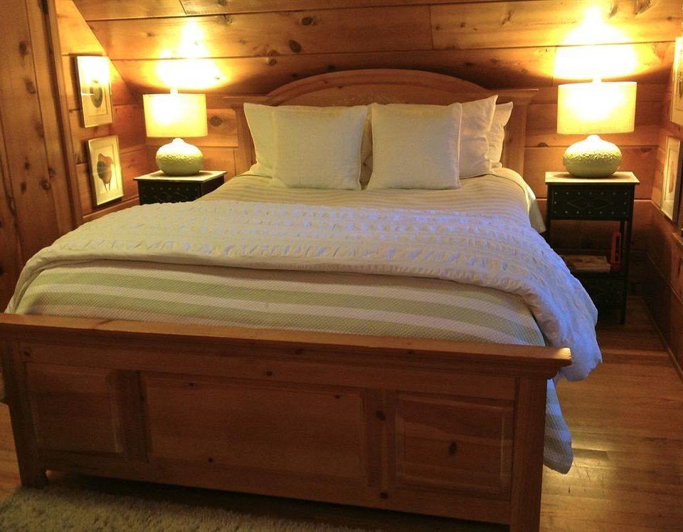 B&B Bedroom Luxury Modern Suite wooden hardwood cottage bed frame bed sheet