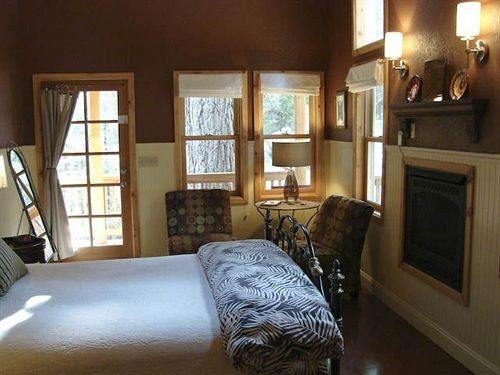 B&B Bedroom Luxury Modern Suite property living room home cottage hardwood mansion farmhouse