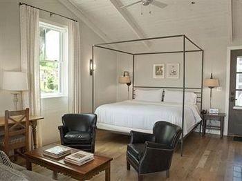 B&B Bedroom Luxury property living room condominium cottage Suite leather