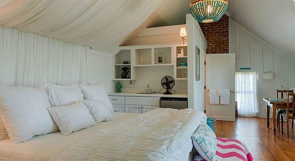 B&B Bedroom pillow