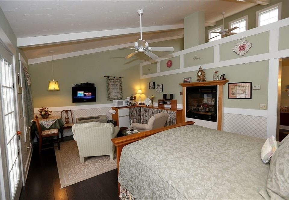 B&B Bedroom Romantic property home living room cottage hardwood farmhouse