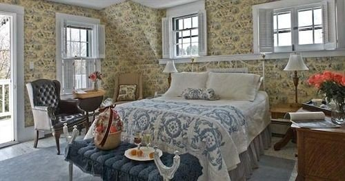 B&B Bedroom Romantic property cottage living room home hardwood farmhouse Villa porch