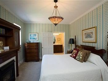 B&B Bedroom property cottage Suite