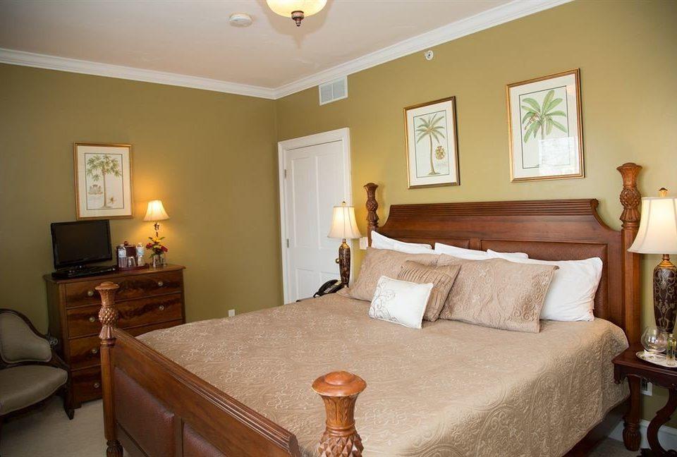 B&B Bedroom property Suite cottage hardwood tan