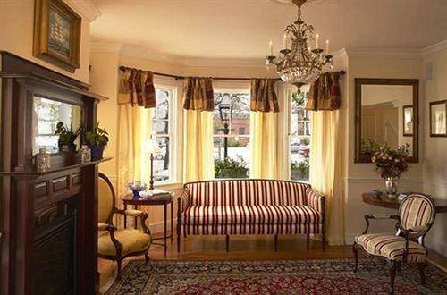 B&B Bedroom property living room mansion home cottage Suite rug