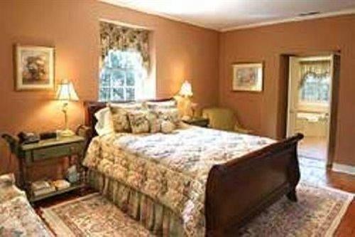 B&B Bedroom property cottage Suite living room