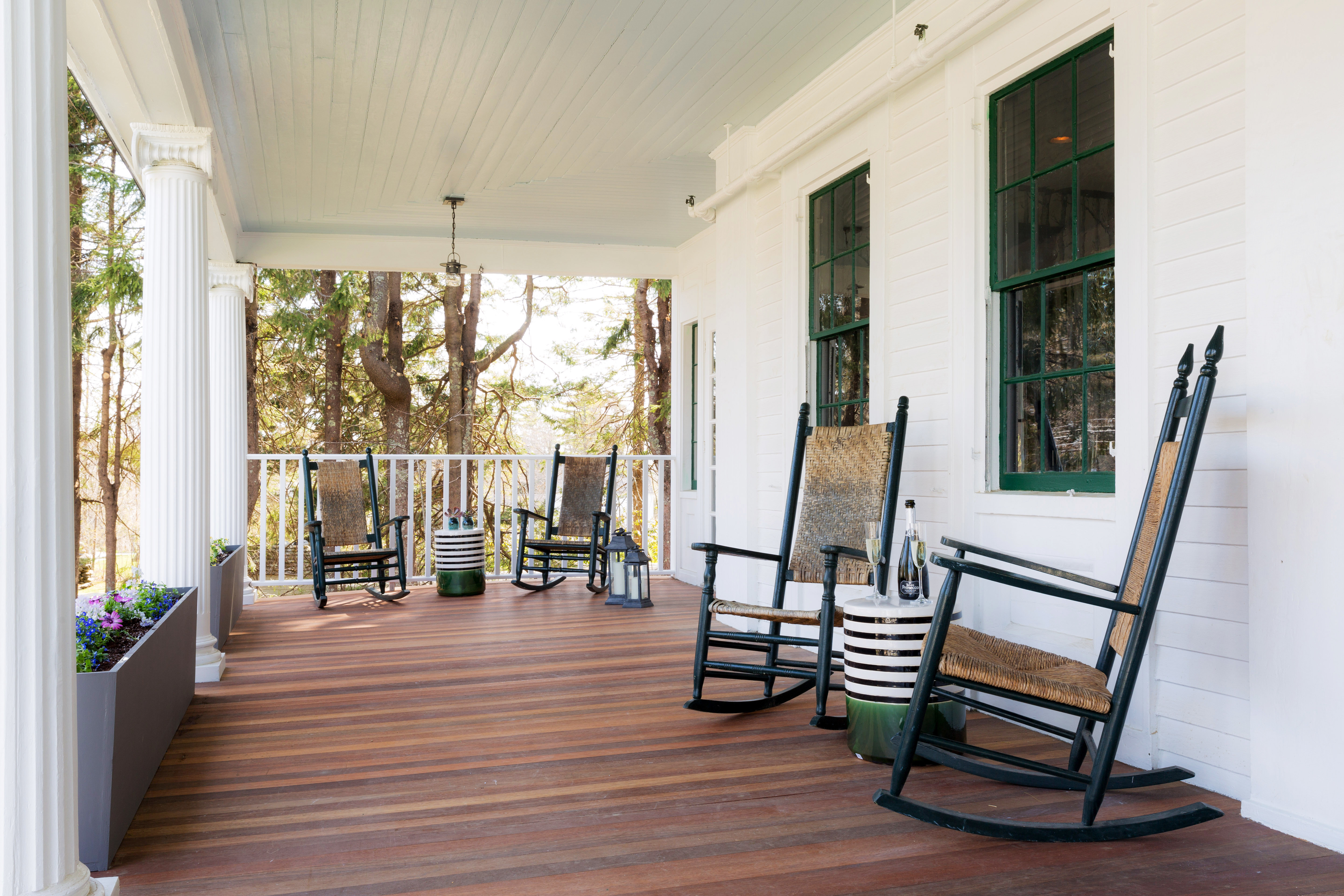 B&B Boutique Budget Deck Hip property porch home house hardwood living room stairs cottage wood flooring outdoor structure flooring mansion farmhouse