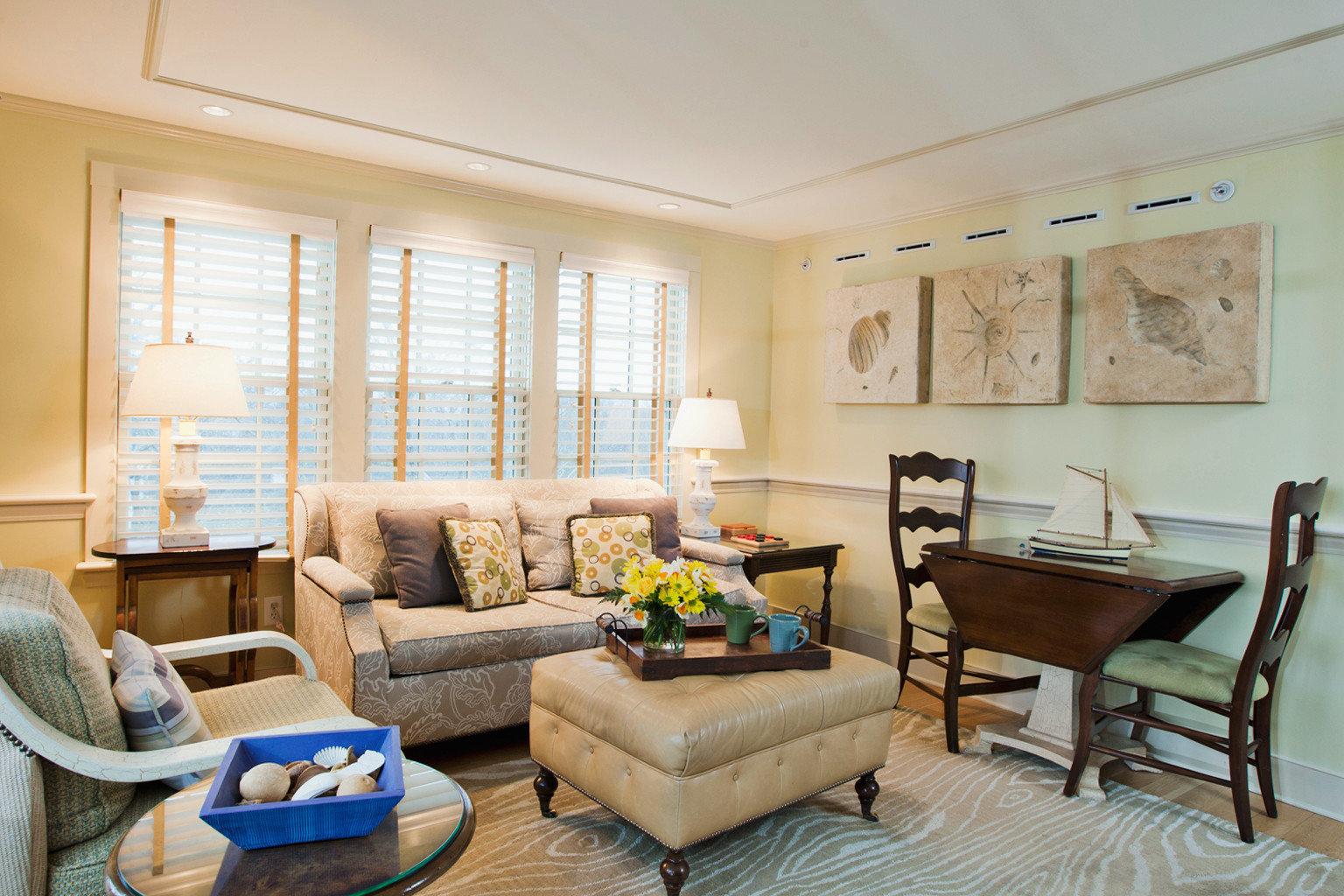 B&B Boutique Suite Waterfront sofa living room property home condominium hardwood cottage