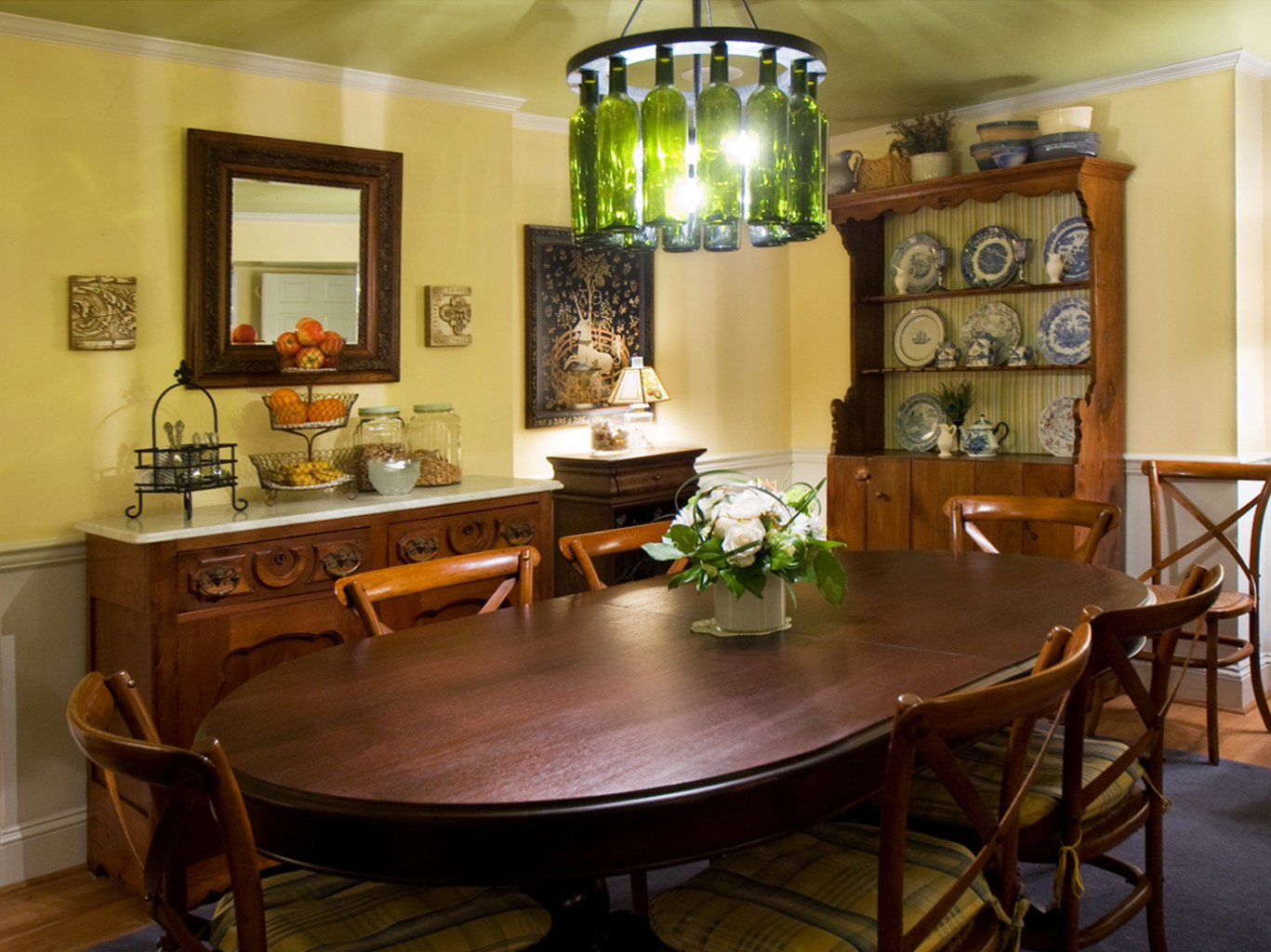 B&B City Dining Drink Eat property cabinetry home hardwood Kitchen living room cottage dining table