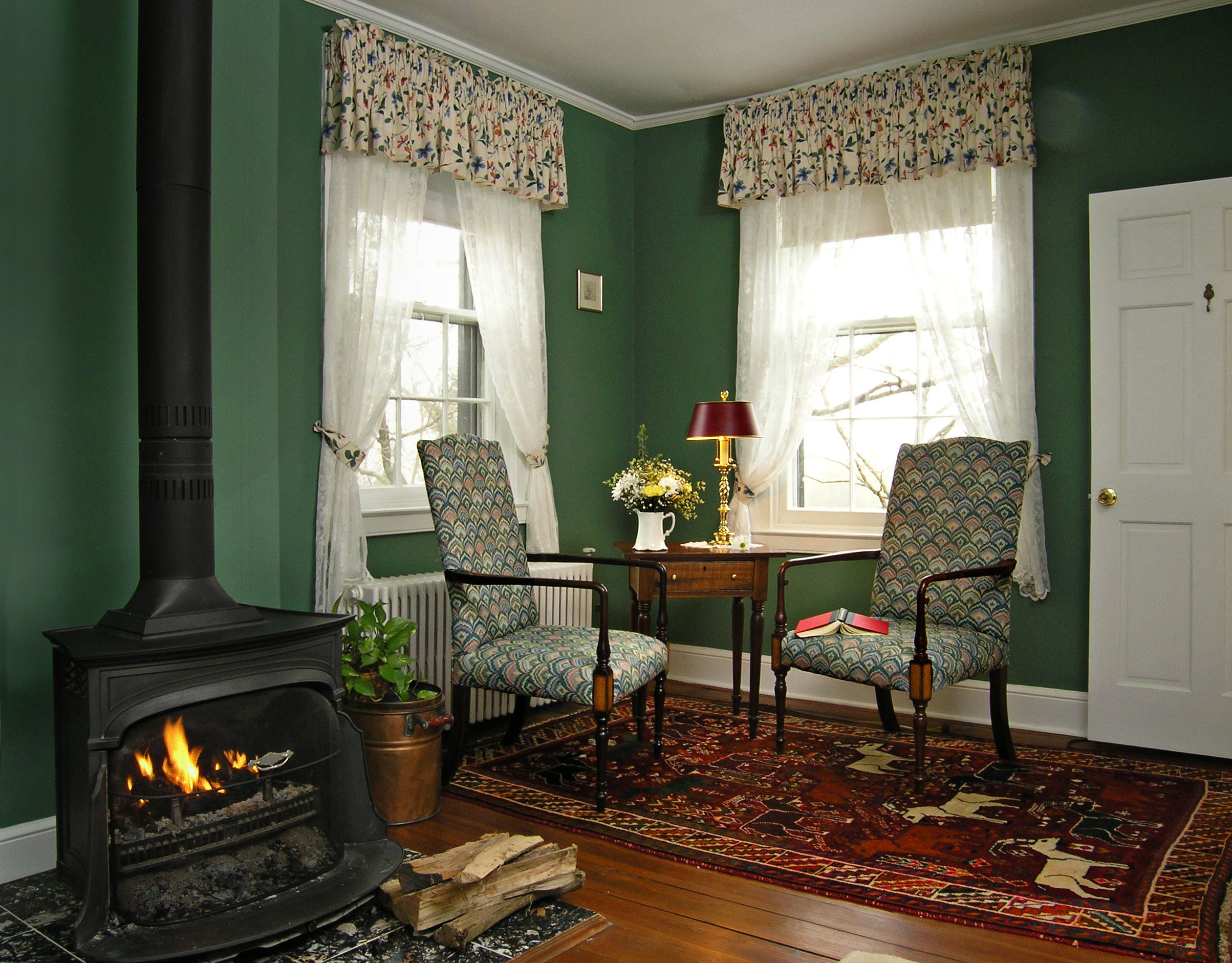 B&B Classic Country Fireplace Inn Romantic property living room home cottage hearth