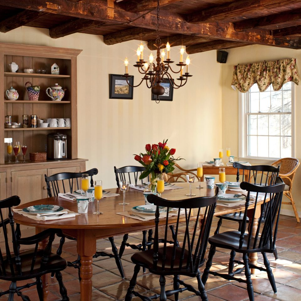 B&B Country Dining Drink Eat Historic Lounge chair property home restaurant cottage farmhouse