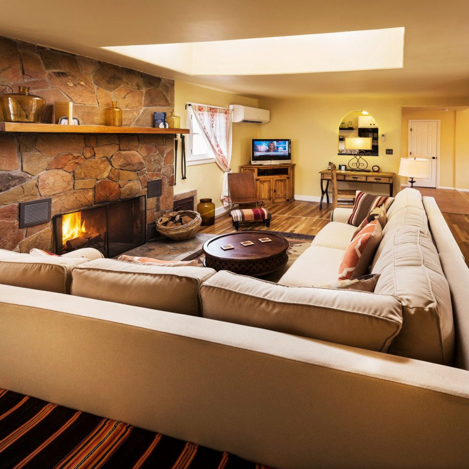 B&B Country Fireplace Lodge Lounge Romantic Wellness property living room home Suite condominium